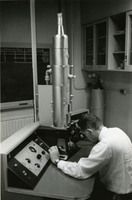 Don W. Fawcett at the electron microscope